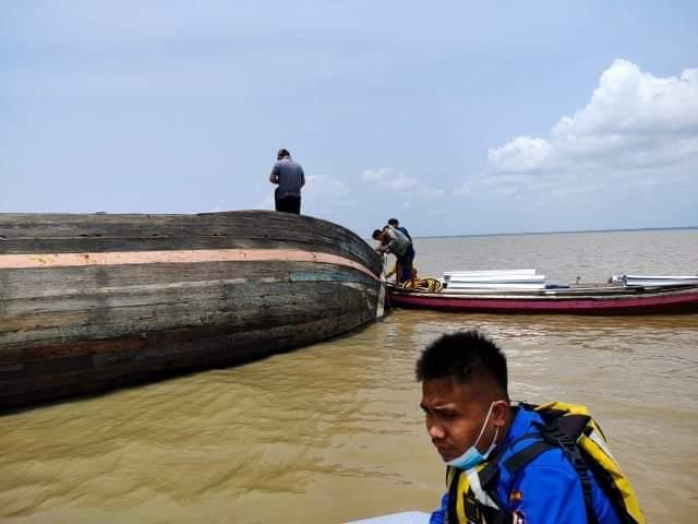 Kapal Pompong kandas di laut