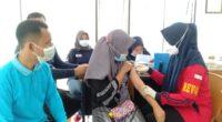 Vaksinasi massal di Air Gemuruh
